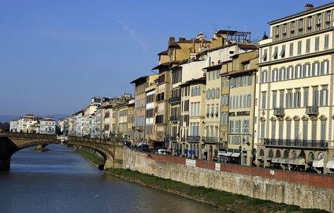 Набережная вдоль реки Arno. Флоренция.