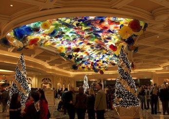 """Потолок из медуз. Отель """"Bellagio""""."""