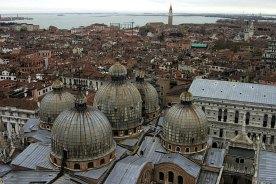 Вид на Венецию и лагуну с высоты колокольни (The Campanile). Именно здесь Галилио впервые демонстрировал свой телескоп в 1609 году.
