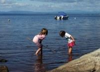 Девочки в поисках подводных сокровищ. Озеро Шамплейн.