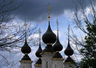 Очень красивая Лазоревская церковь (17-й век) с пятью изящными куполами. Суздаль.