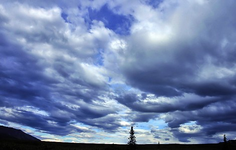 Сумасшедшее небо над тундрой.