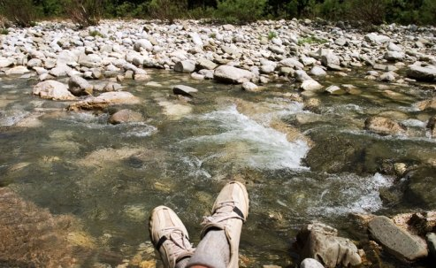 Привал на берегу реки Aoos river.