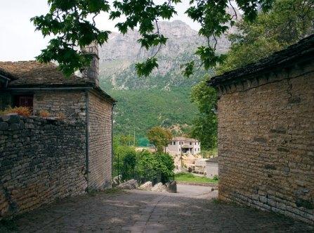 Улочки деревни Megalo Papingo.