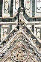 Мраморный фасад Флорентийского Duomo в нео-готическом стиле. Флоренция.