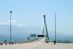 Въезд на мост Рио-Антирио.