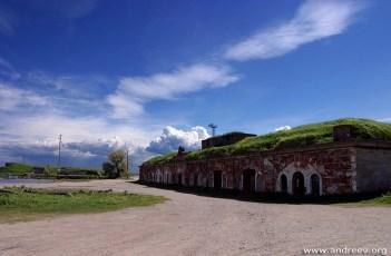 Заброшенные катакомбы на берегу острова Котлин.