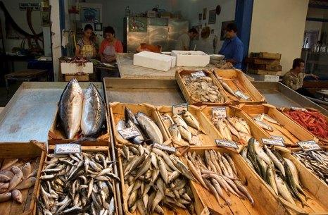 Рыбная секция рынка в Каламате.