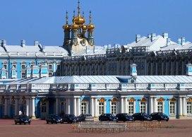 Парк служебных машин, приписанных к Екатерининскому дворцу.