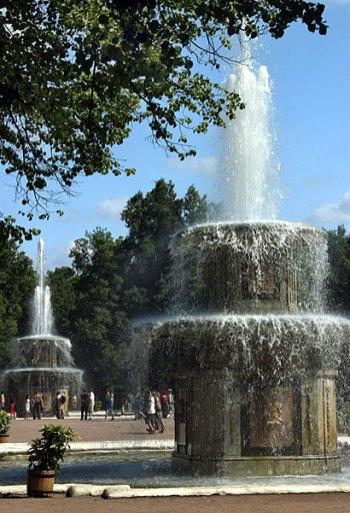 Одни из самых красивых фонтанов парка - Римские.
