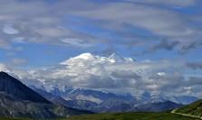 Мак-Кинли - самая высокая гора в США (6193 метра).