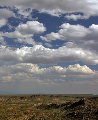 Облака над холмами Grapevine Hills.