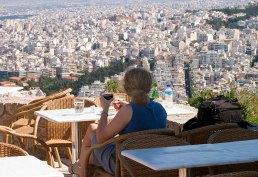 Вино в полдень с видом на город.