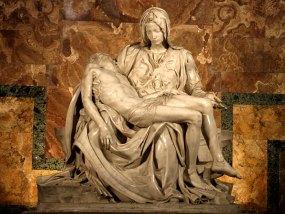 Знаменитая Пиета (Оплакивание Христа) Микеланджело. Собор Св. Петра.