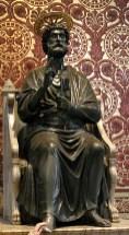 Бронзовая статуя Св. Петра.