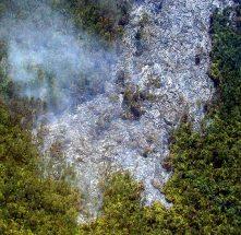 Сжигающий все на своем пути лавовый поток. Снимок с вертолета.