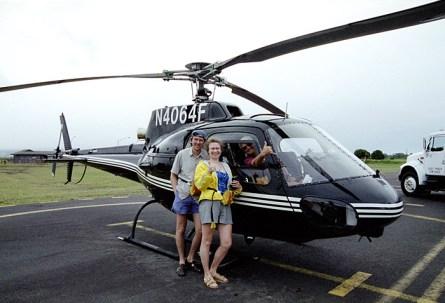 Фотография на память с пилотом вертолета после полета.