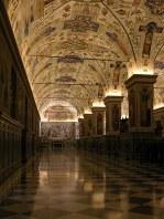 В недрах Ватиканских музеев. Очень напоминает интерьер древнерусских дворцов.