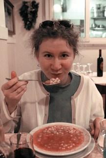 Томатный суп с буккатини (короткими макарончиками) и базиликом. Вкуснятина!