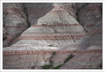 Коричневатые слои, так часто встречающиеся на срезах и называемые в парке Brule Formations – это русла древних рек.