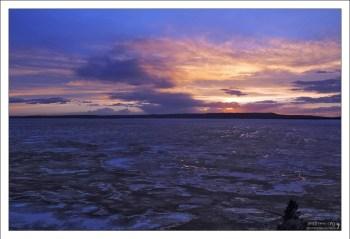 В конце мая озеро Йеллоустоун всё еще частично покрыто льдом.