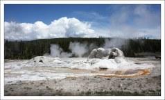 """Гейзер """"Грот"""" (Grotto geyser)."""