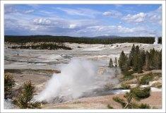 Гейзеры в Фарфоровой долине образовались в результате небольших гидротермальных взрывов.