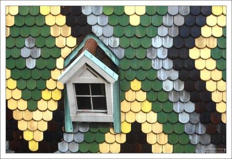 Черепица разных цветов. Крыша собора Св. Стефана.