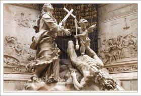 Вера с ангелочком сталкивают в бездну безобразную старуху, изображающую Чуму. Чумной столб.