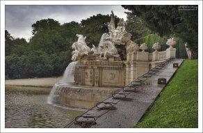 Фонтан Нептуна в парке Schönbrunn.