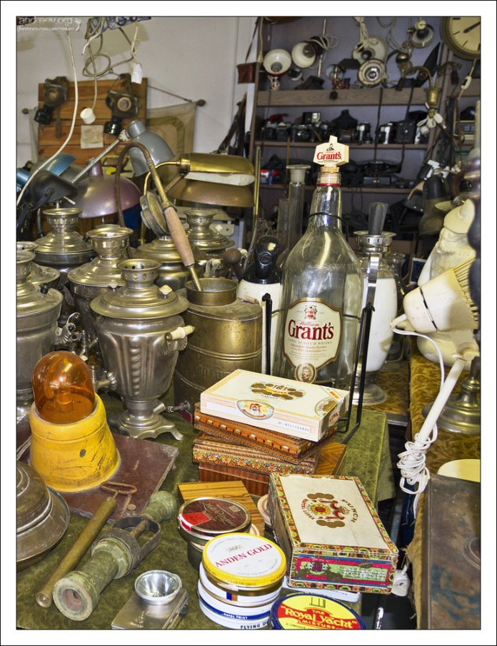 Тара из-под табака и алкоголя на рынке Ecseri.
