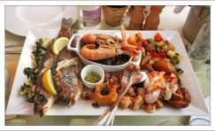 "Тарелка с морепродуктами в ресторане ""Gostilna Ribič""."