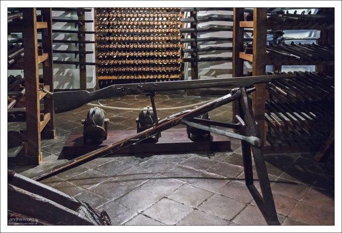 """Тяжелая аркебуза - """"доппельхакен"""" (32 кг!), то есть ружье с крюком."""