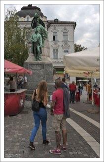 Статуя Франце Прешерну - национальному поэту, и автору слов гимна Словении.