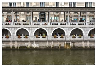 """Известный на всю страну ресторан морской кухни - """"Ribca"""" на набережной Любляницы."""