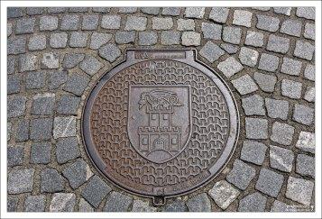 Даже на канализационных люках в Любляне присутствуют драконы.