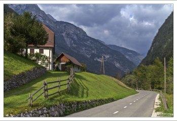 Финальная часть горной дороги через перевал Vršič Pass.
