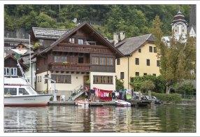 Многие отели выходят окнами и террасами на озеро.