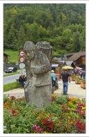 Статуя солекопу на въезде в Халльштатт.