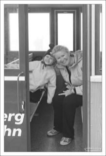Катя и Саша в вагоне поезда зубчатой дороги Шафбергбан.