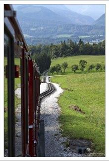 Железнодорожные пути и альпийские луга.