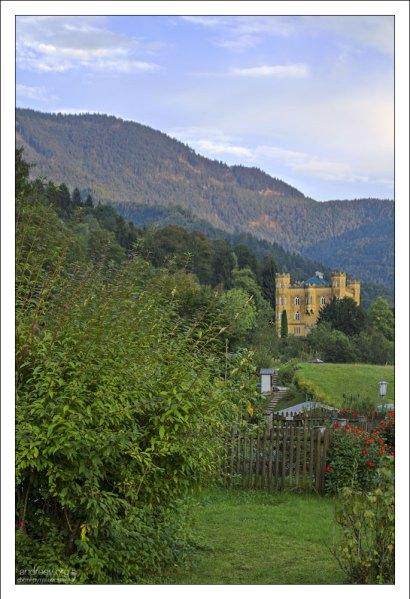 Вид из апартмента на замок Hüttenstein.