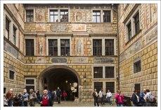 Один из внутренних дворов Крумловского замка.