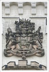 Фамильный герб рода Шварценбергов, одних из владельцев замка Глубока.