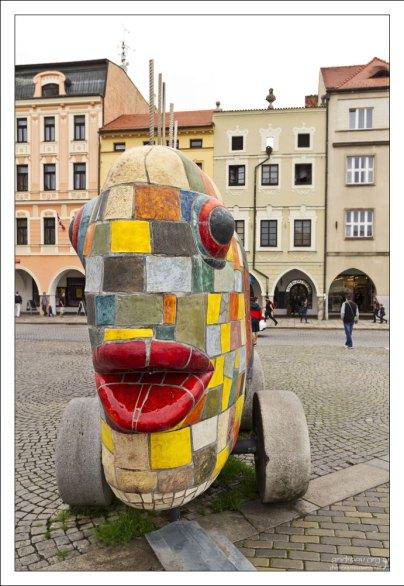 Современный арт-объект в центре города.