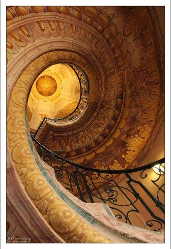 Лестница в аббатстве Мелька - одна из красивейших лестниц Европы.
