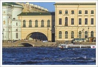 Зимняя канавка - канал, соединяющий Неву и Мойку в районе Зимнего дворца.