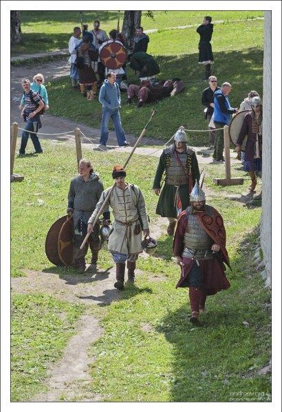 Воины готовятся к турниру.
