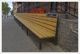 Самая длинная скамейка в Петрозаводске.