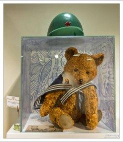 Медведь в матроске, плюшевый, с опилками.